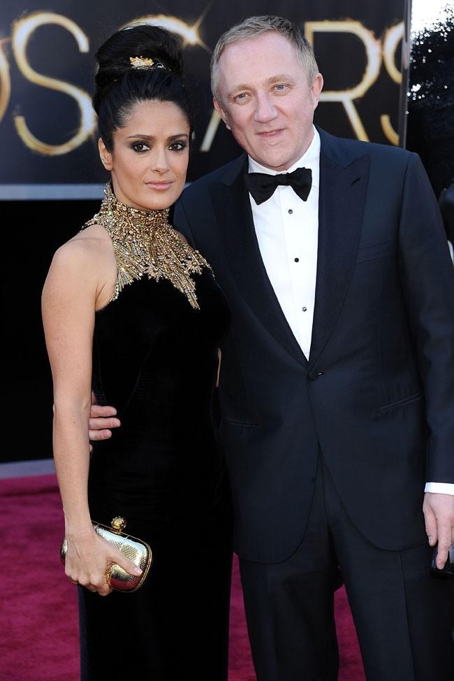 Salma Hayek et François Henri Pinault sur le tapis rouge des Oscars à Los Angeles le 24 février 2013