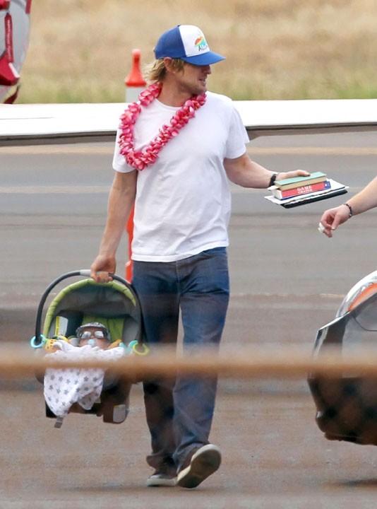 Owen Wilson et son fils Robert Ford à Maui, le 16 avril 2011.