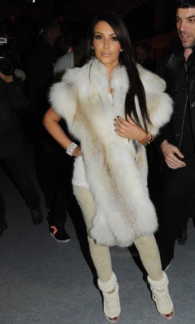 Kim Kardashian lors du défilé Kanye West à Paris, le 6 mars 2012.