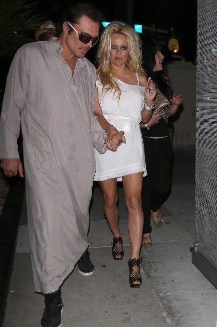 Pamela Anderson a l'air perchée !