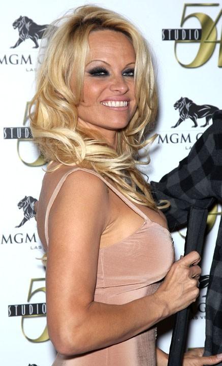 La blonde, toujours aussi canon !