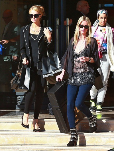 Photos : Paris et Nicky Hilton : deux soeurs, deux styles mais qui est la plus lookée?