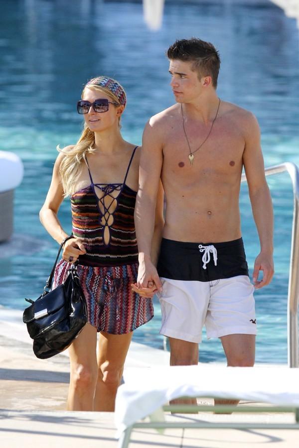 Paris Hilton et River Viiperi à Miami le 7 décembre 2012