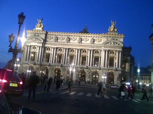 Paris Hilton adore Paris...