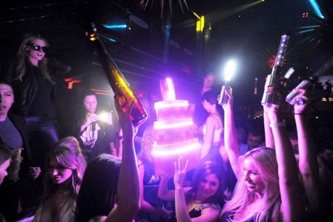 Paris Hilton dans un club de Miami pour fêter encore son anniversaire le 19 février 2014