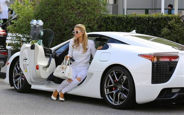 Photos : Paris Hilton : l'héritière vous présente son nouveau joujou à 262 000 euros !