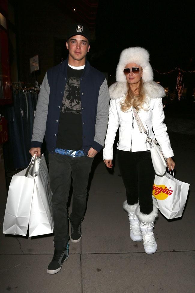 Paris Hilton en vacances avec River Viiperi à Aspen le 19 décembre 2012