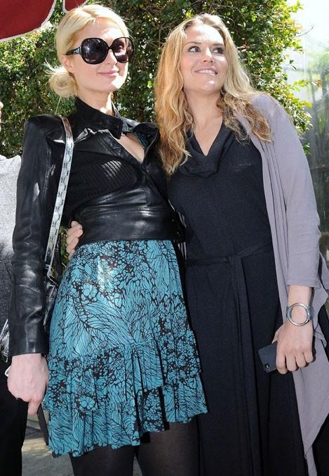 Paris prend la pose avec sa best friend Brooke Mueller !
