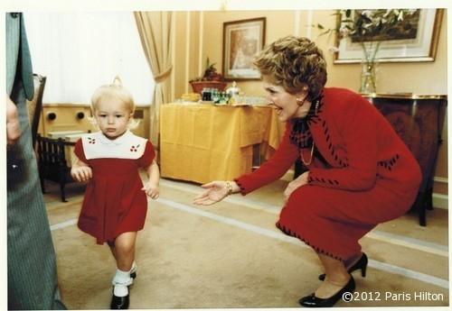Paris qui fait ses premiers pas quand elle avait 2 ans !