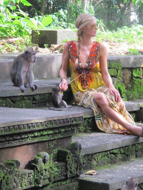 Photos : Paris Hilton : princesse à Bali, elle s'est fait de nouveaux amis !