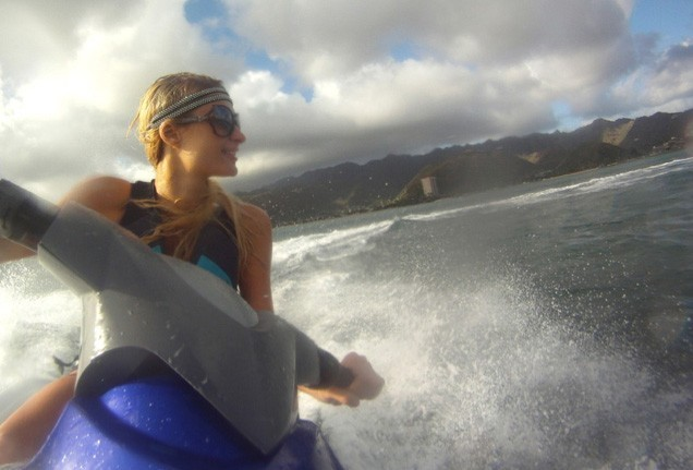 Paris Hilton en pleine session jet-ski !
