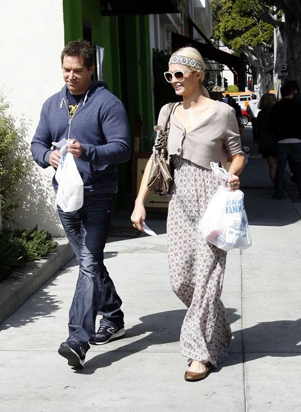 Pour lui, elle est même prête à porter des sacs en plastique !