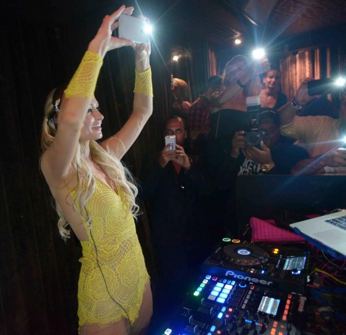 Paris Hilton : ultra sexy, elle continue de prendre son pied en soirée !