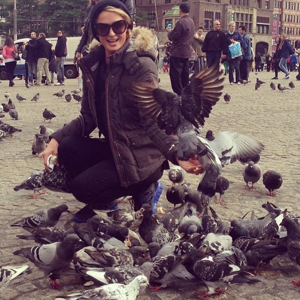 Paris Hilton et les pigeons ... Une grande histoire d'amour !