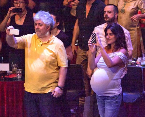 Penelope Cruz et Pedro Almodovar au concert d'Asier Etxeandia à Madrid, le 20 juillet 2013.