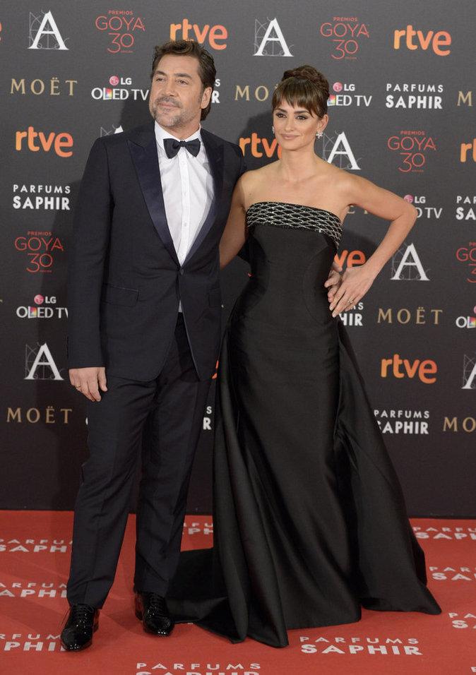 """Photos : Penelope Cruz aux Goyas avec son mari : """"Ma place a toujours été en Espagne"""""""