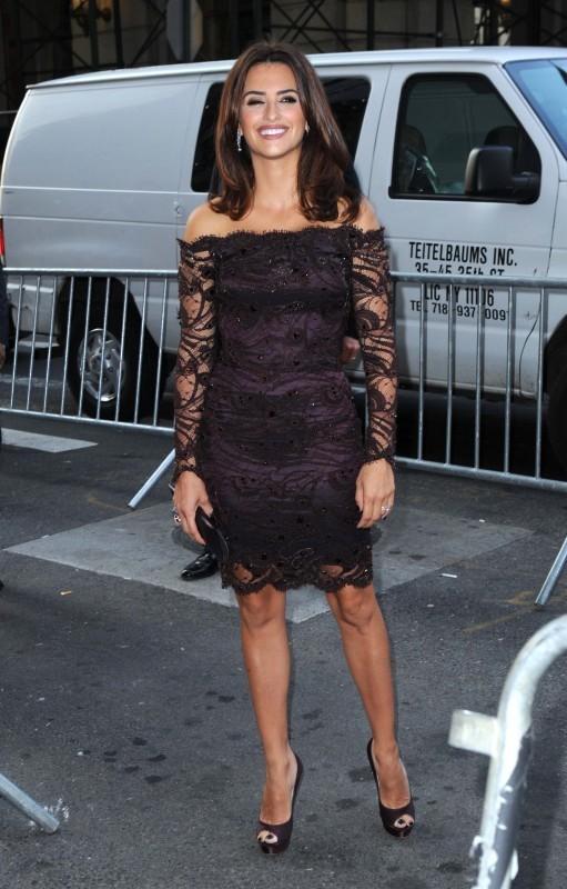 Penelope Cruz arrive à la première de To Rome With Love