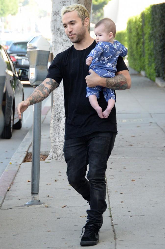 Photos : Pete Wentz : véritable papa poule, il affiche son bonheur en pleine sortie familiale !
