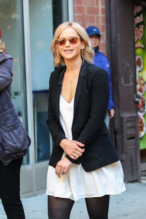 Photos : petite fille sage ou éternelle ado déjantée, Jennifer Lawrence hésite !