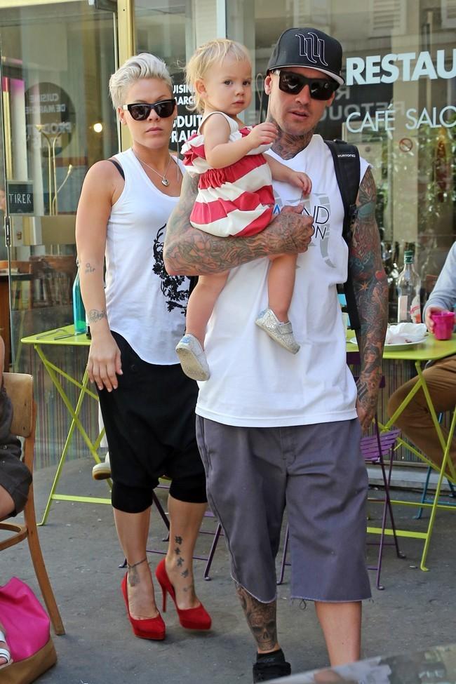 Pink en famille à Paris le 9 septembre 2012