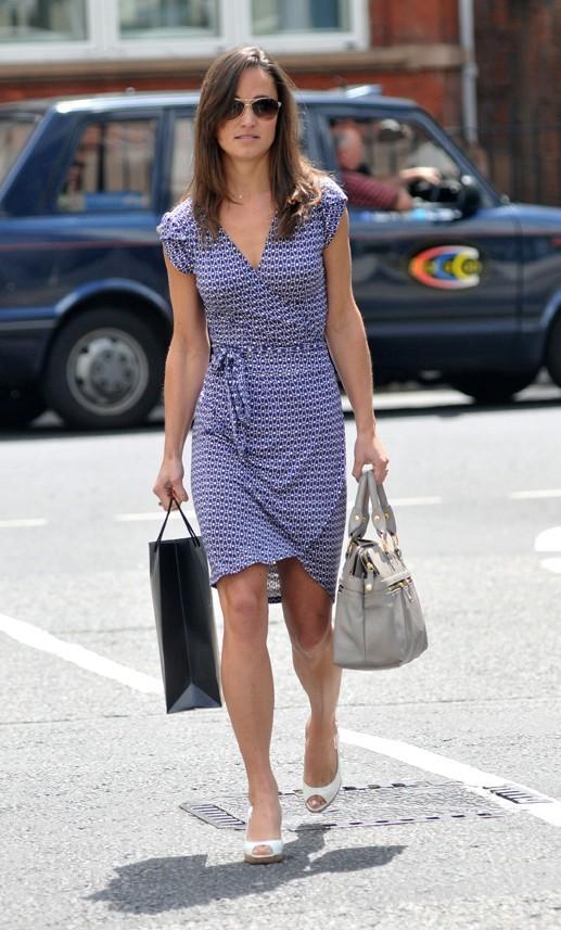 Pippa Middleton faisant du shopping à Londres, le 23 juin 2011.