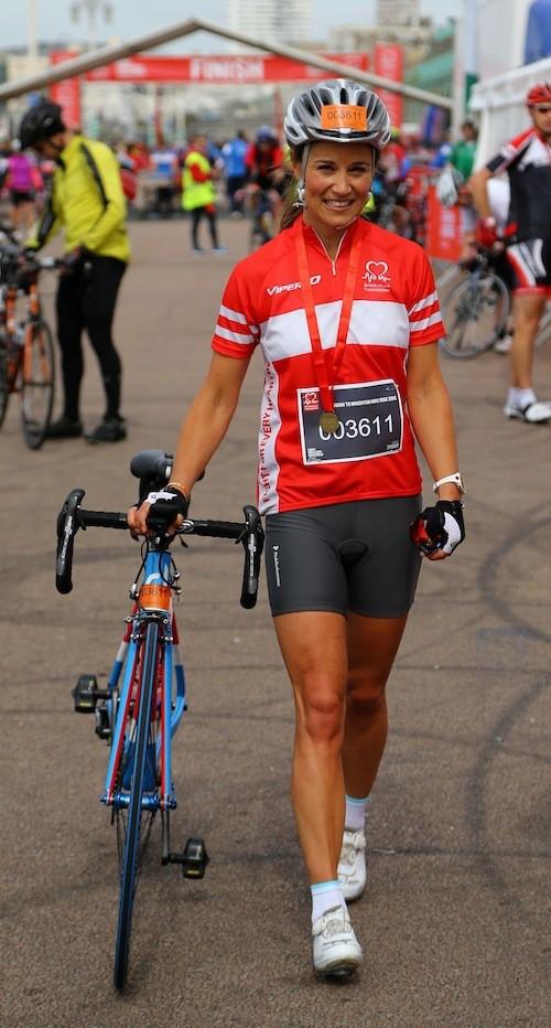 Photos : Pippa Middleton, cycliste sexy pour la bonne cause !