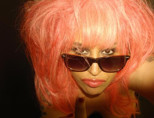 Photos : poitrine dévoilée, Lââm pousse un gros coup de gueule sur Twitter !