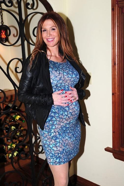Poppy Montgomery dévoilant sa nouvelle grossesse à Los Angeles le 10 janvier 2013