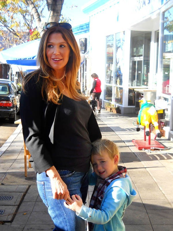 Poppy Montgomery avec son fils Jackson à Santa Monica le 11 janvier 2013