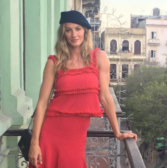 Gisele Bündchen à La Havane avant d'aller assister au défilé Croisière Chanel.