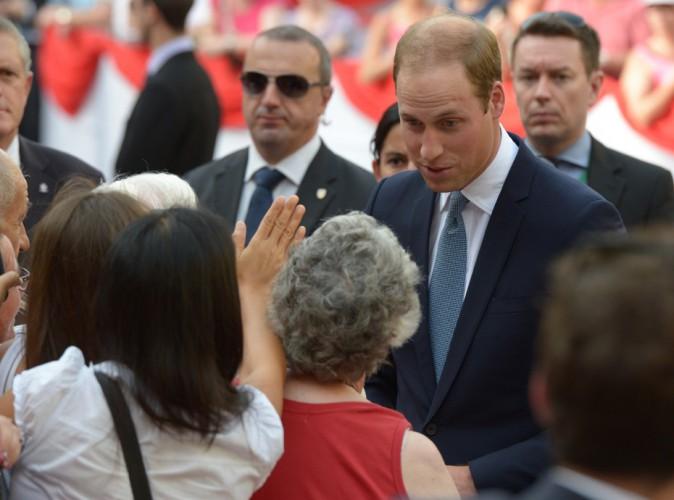 Prince William : bain de foule à Malte pour faire oublier l'absence de Kate !