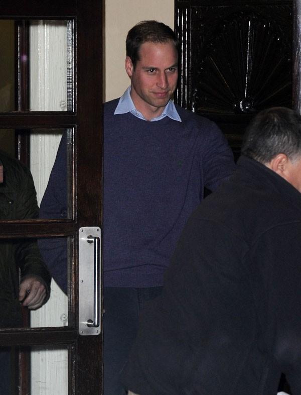 Prince William à la sortie de l'hôpital King Edward VII de Londres le 4 décembre 2012