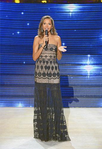 """Karine Le Marchand dans l'émission """"Un air de stars"""" en 2013"""