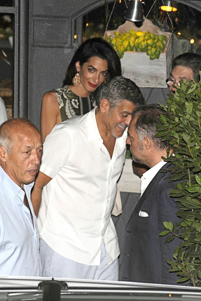 Amal et George Clooney au lac de Côme le 14 juillet 2015