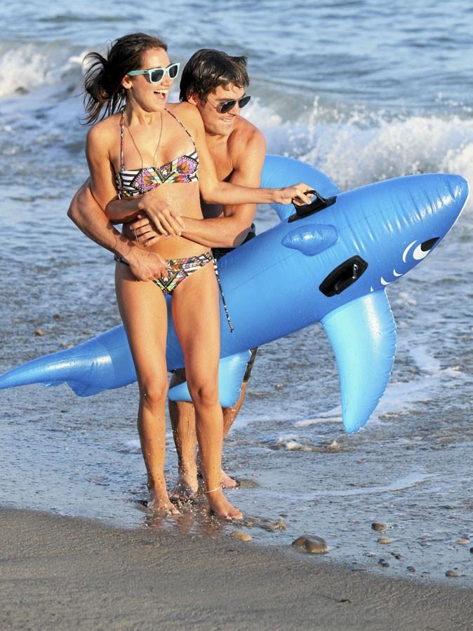 Ashley Tisdale et Zac Efron sont de vrais gosses à la plage !