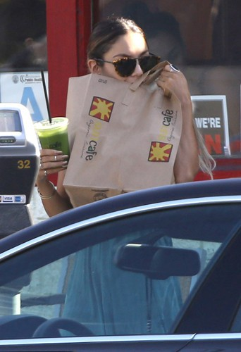 Vanessa Hudgens à Los Angeles le 26 mai 2014