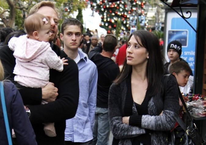 Ian Ziering, en compagnie de sa femme Erin et de sa fille Mia à Los Angeles, le 18 décembre 2011.