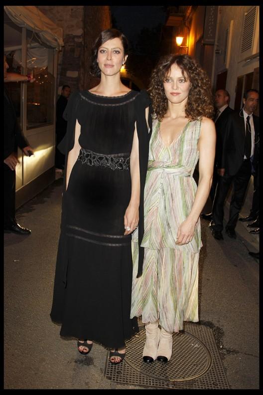 Anna Mouglalis et Vanessa Paradis lors du dîner Chanel en l'honneur de Karl Lagerfeld à Antibes, le 8 mai 2011.
