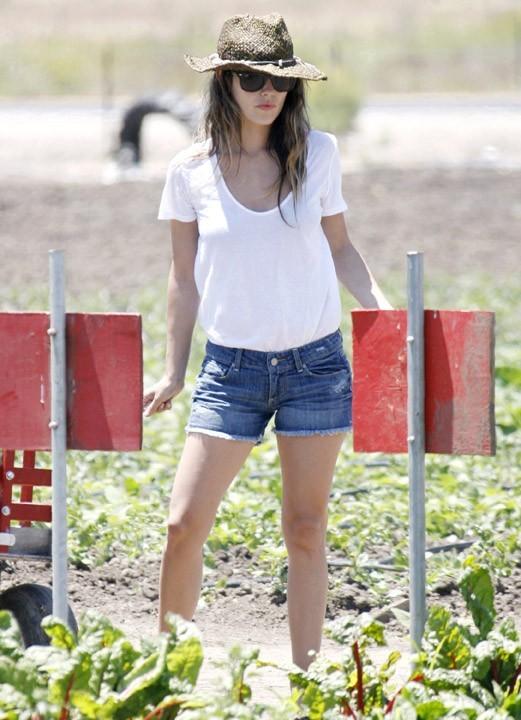 Rachel Bilson, stylée même pour faire de la cueillette de légumes !