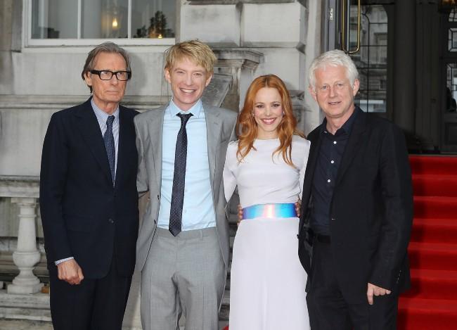 """Bill Nighy, Domhnall Gleeson, Rachel McAdams et Richard Curtis lors de la première de son nouveau film """"About Time"""" à Londres, le 8 août 2013."""