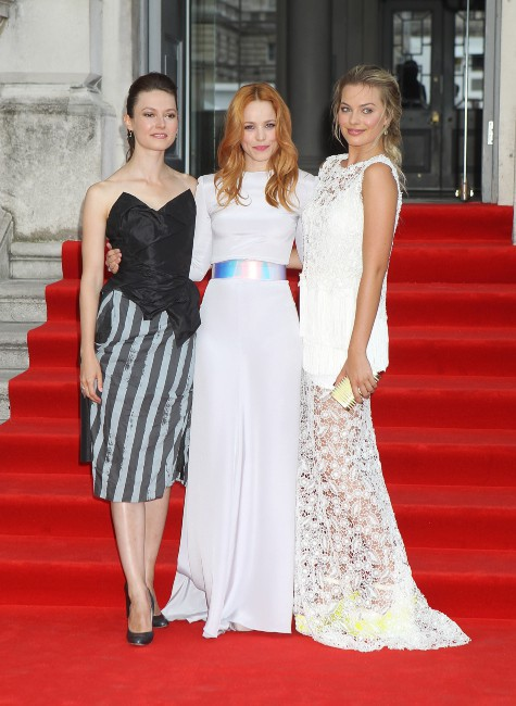 """Lydia Wilson, Rachel McAdams et Margot Robbie lors de la première de son nouveau film """"About Time"""" à Londres, le 8 août 2013."""