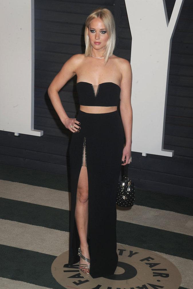 Photos : Rachel McAdams et Jennifer Lawrence : leurs jeux de jambes à la soirée Vanity Fair!