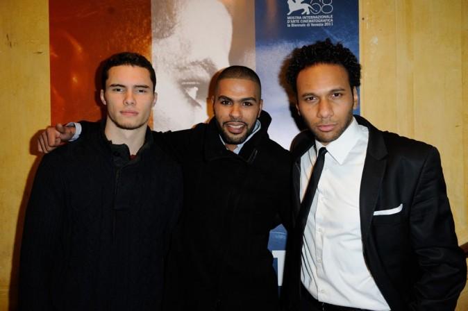 Ymanol Perset, Rashid Debbouze et Yassine Azzouz lors de la première du film La Désintégration à Paris, le 8 février 2012.