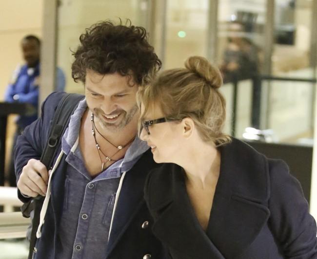 Renée Zellweger et Doyle Bramhall à l'aéroport de Los Angeles le 19 décembre 2012