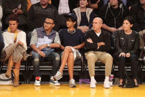 Rihanna et son frère Rajad lors d'un match de basket à Los Angeles, le 1er décembre 2013.