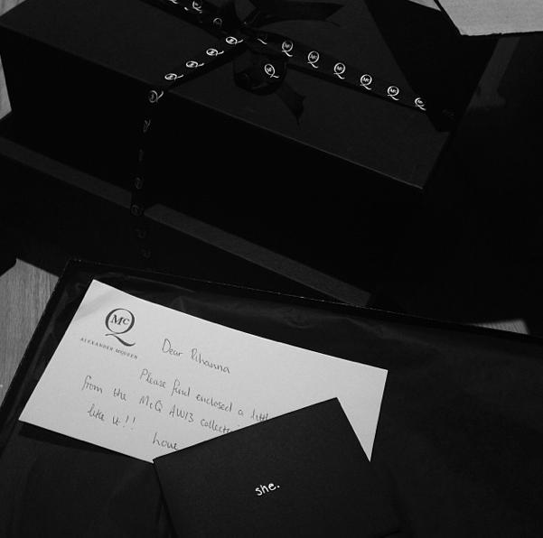 Photos : Rihanna : c'est Noël avant Noël , la barbadienne croule sous les cadeaux !