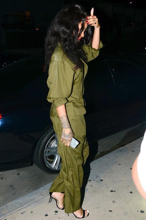 Photos : Rihanna : désormais plus à l'aise avec les bébés que devant les objectifs !