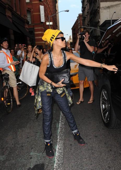 Rihanna en plein shopping chez Intermix à New York, le 22 août 2013.