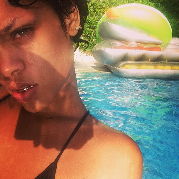 Rihanna : armée jusqu'aux dents !