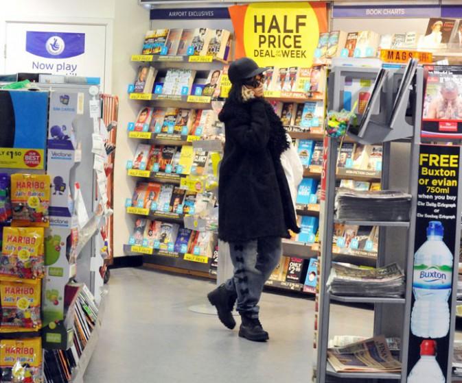 Rihanna à l'aéroport de Manchester le 14 mars 2014